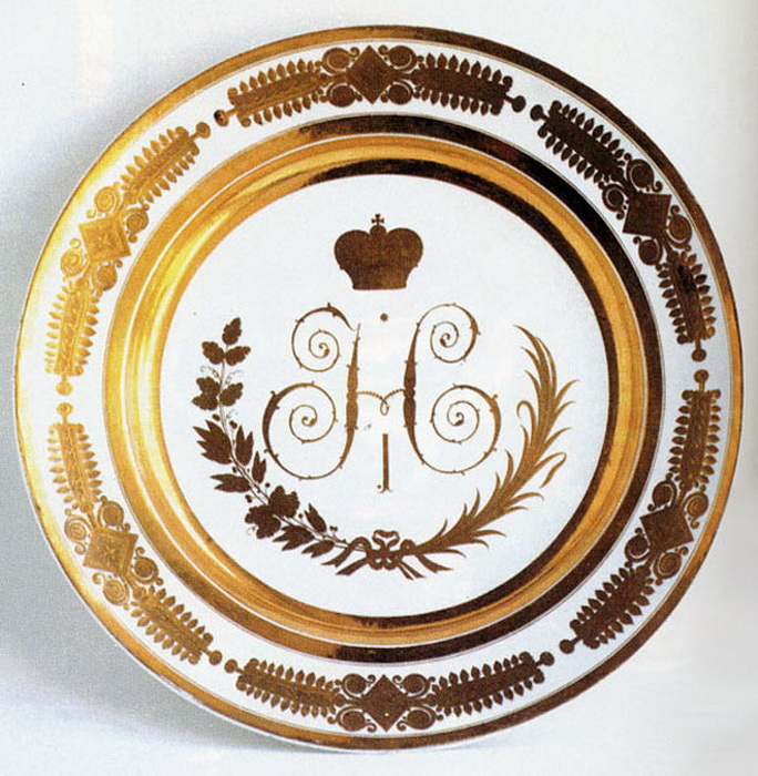 Вензель Николая I на фарфоровой тарелке