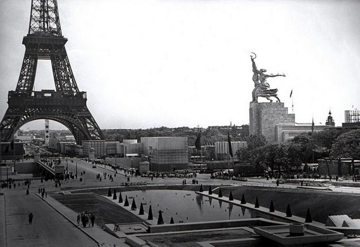 Скульптура «Рабочий и колхозница» на Парижской выставке