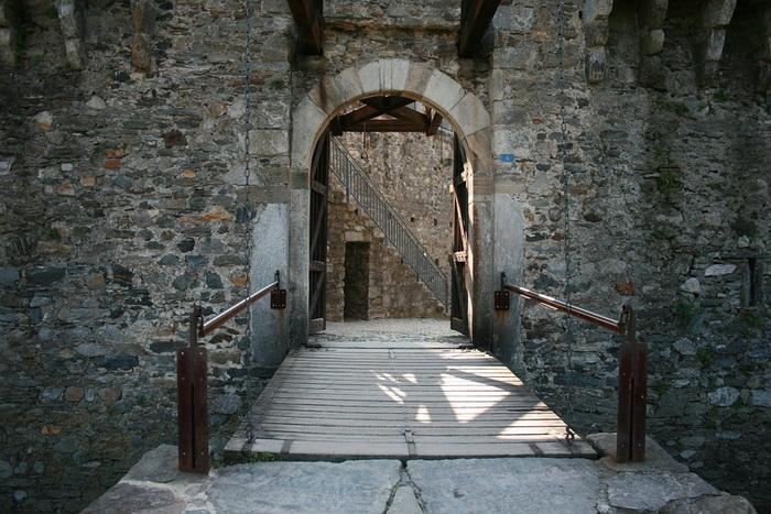 Ворота замка Кастелло-ди-Монтебелло