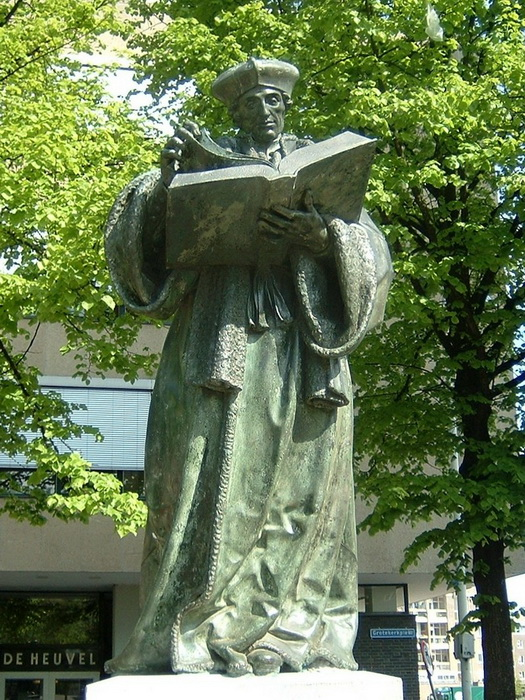Памятник Эразму в Роттердаме