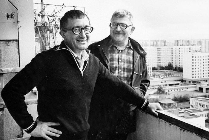 По профессии Аркадий Стругацкий был переводчиком с японского и английского, Борис - астрономом