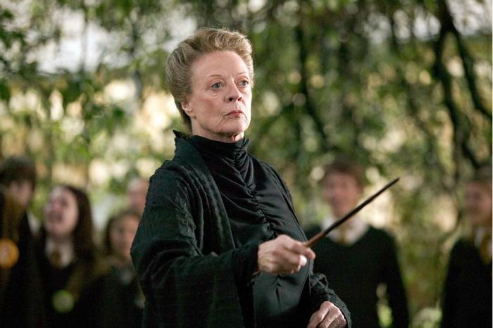 В роли профессора Макгонагалл, персонажа саги о Гарри Поттере