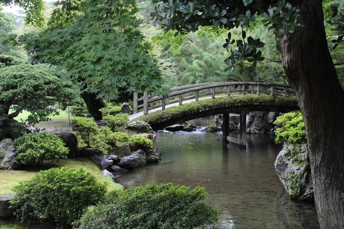 Бусидо - часть японского мировоззрения; самураи воспринимали не только военную службу, но и красоту природы, искусства