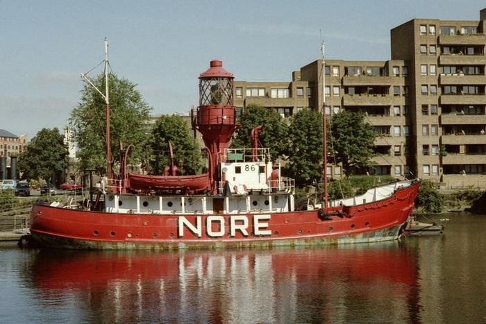 Первый из плавучих маяков указывал путь кораблям в устье Темзы начиная с 1729 года