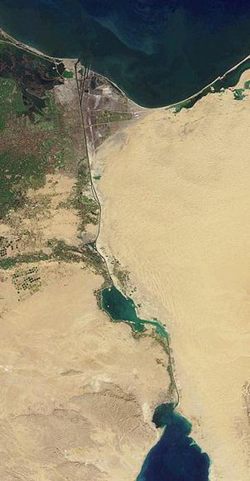 Снимок Суэцкого канала со спутника