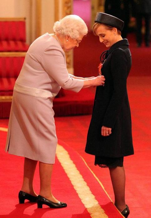 В 2015 году Кристин Скотт Томас удостоилась звание Дамы-командора Британской империи