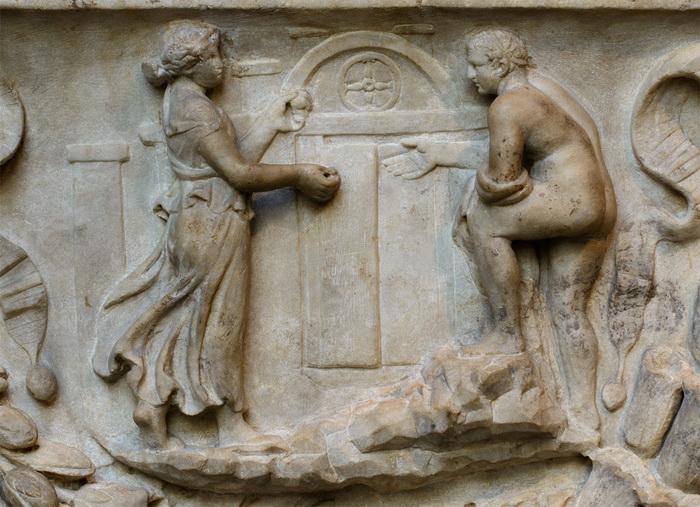 Ариадна провожает Тесея в лабиринт (деталь саркофага)