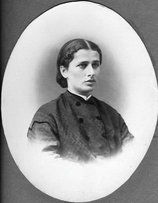 Нина Услар