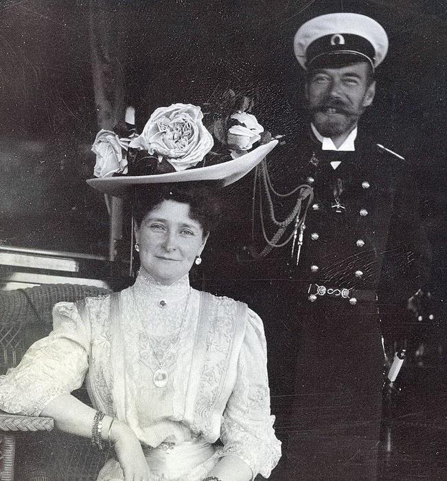 Редкие кадры, где на лице императрицы улыбка, сделаны на яхте «Штандарт»