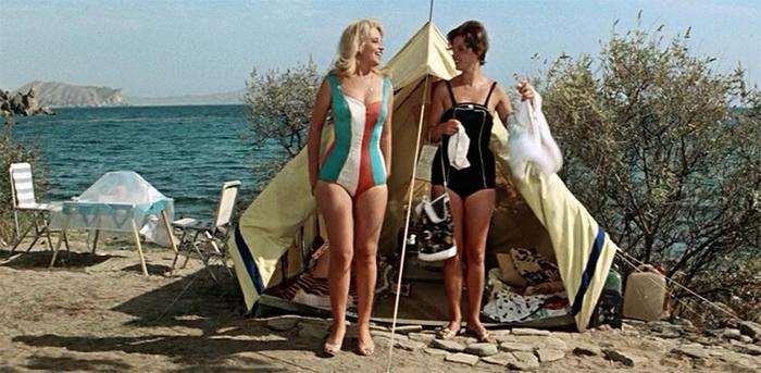 А некоторыми кадрами из советских кинофильмов зрители любуются до сих пор - кадр из «Три плюс два»
