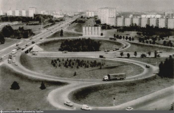 В местах пересечения МКАД с другими шоссе были построены «клеверные» развязки