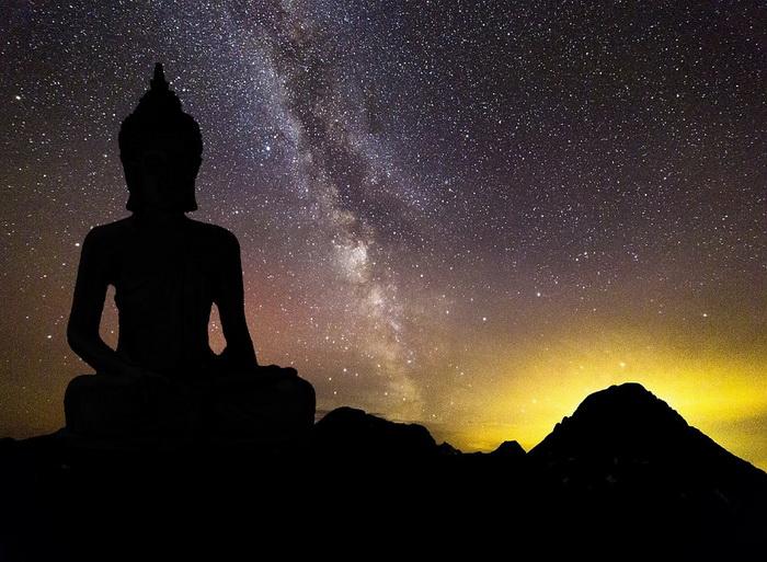 Согласно мифу, жители Агарти обладают способностью путешествовать среди звезд