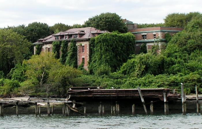 Остров на протяжении последних пятидесяти лет является заброшенным