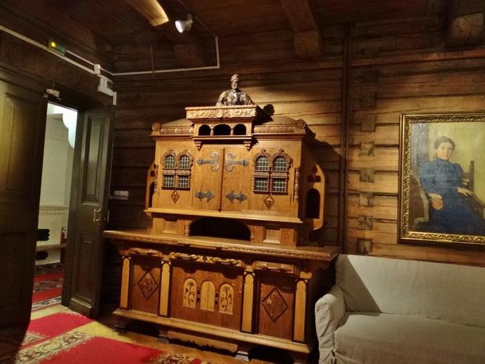 Буфет в доме В.Васнецова. Создан братом художника, Аркадием