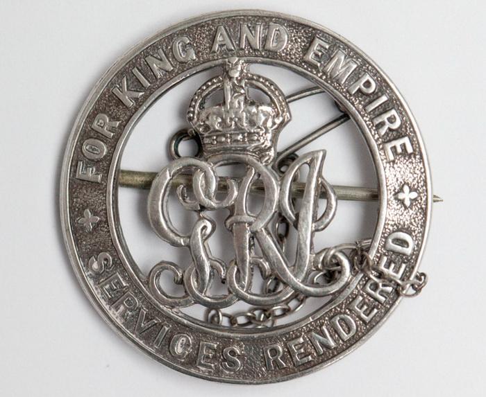 Уилсон получил серебряный знак отличия за полученные во время службы ранения