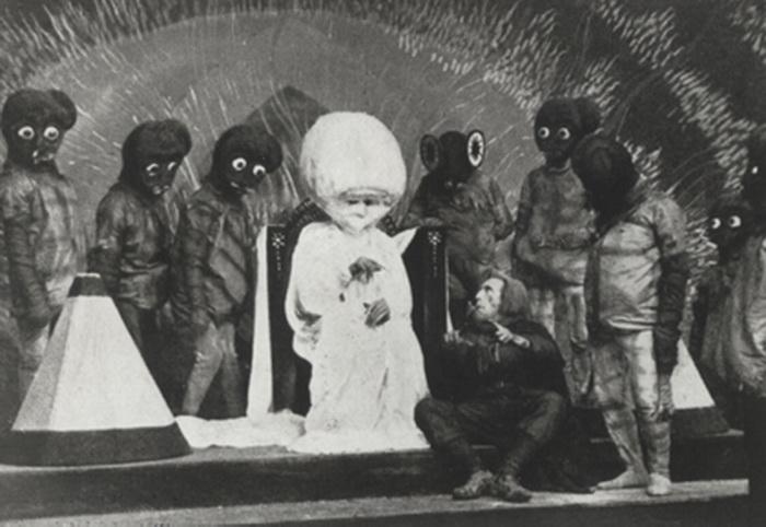 Фрагмент из кинофильма 1919 года «Первые люди на Луне», который долгое время считался утерянным, но был обнаружен в середине семидесятых