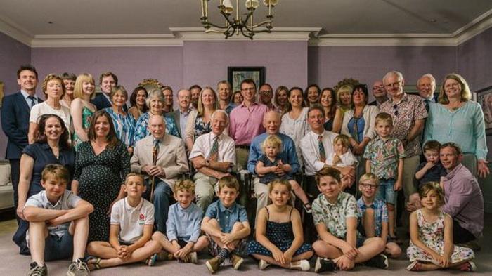Встреча в 2018 году членов всех четырех семей Уилсона, в центре сидят сыновья