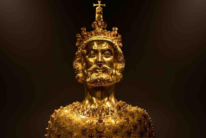 Золотой бюст Карла Великого