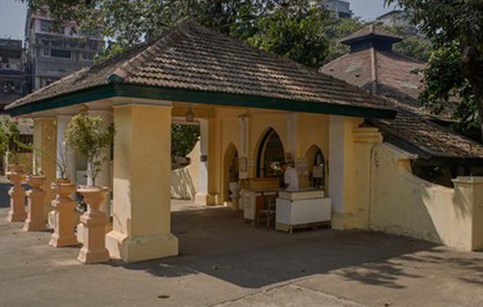 Храм зороастрийцев Аташ Бехрам в Мумбаи. Источник: wikipedia.org