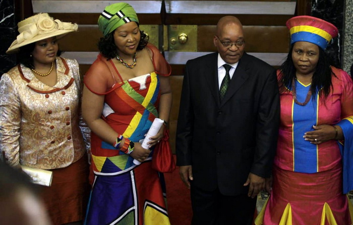 Бывший президент ЮАР Джейкоб Зума, по обычаям своего племени, женат на нескольких женщинах одновременно. Источник: savannanews.com