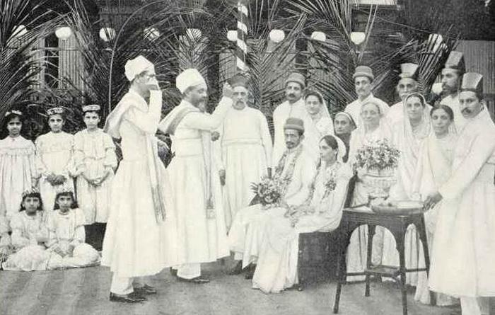 Парсы и в новом веке продолжают выбирать пару из своего народа. Источник: wikipedia.org