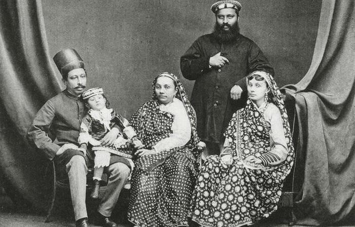 Семья парсов, 1886 год, Бомбей. Источник: reddit.com