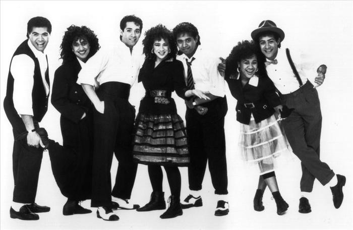 Знаменитую песню к сериалу записала группа The Jets