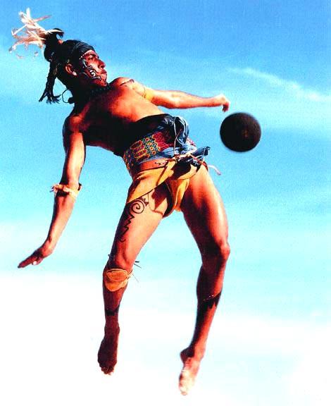 Примерно так играли в мяч древние индейцы