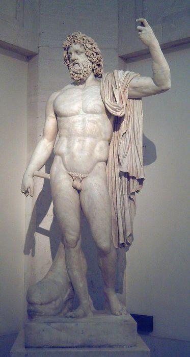 Статуя Нептуна из музея Прадо в Мадриде