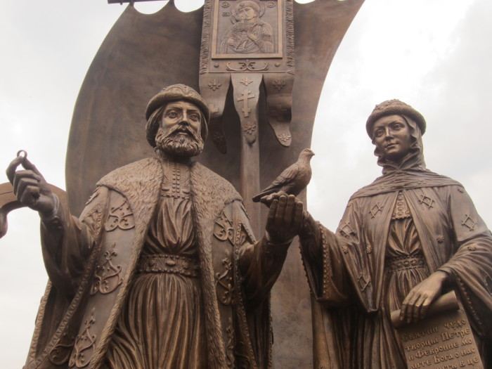 Памятник Перту и Февронии муромским в Екатеринбурге
