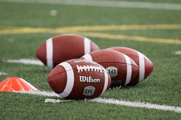 У канадцев свой футбол и свои необычные мячи