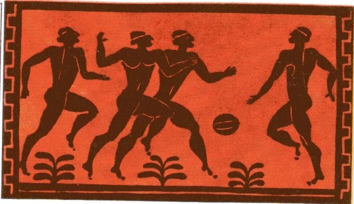 Из Древней Греции до нас дошли изображения игры в аналог футбола.