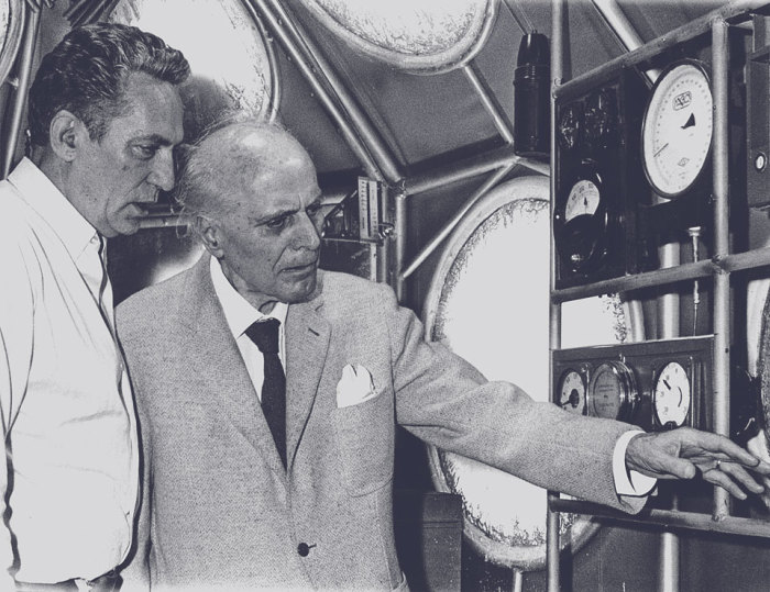 Умберто Нобиле и актер Питер Финч, сыгравший его в фильме «Красная палатка»