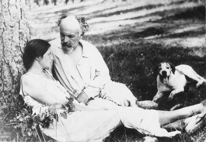 Михаил Пришвин с женой и любимой собакой - в такой обстановке он ждал победы Гитлера.