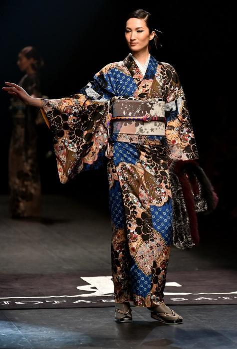 В японском языке слово «кимоно» означает просто «одежда»