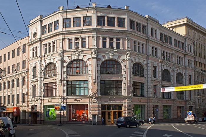 Здание Торгового дома в центре Москвы