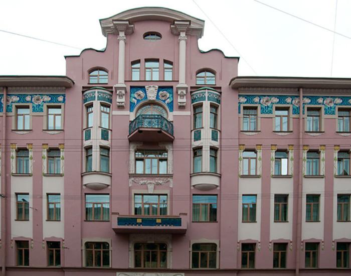 Уникально нарядное и изящное здание доходного дома в Санкт-Петербурге