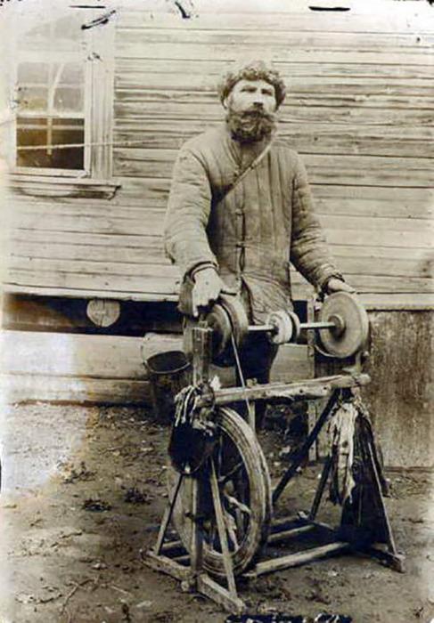 Уфа. Точильщик ножей Аверьян Подгорных 1926 год