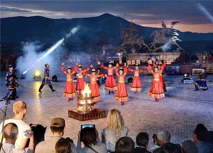 Фестиваль «Хоомей в Центре Азии», проводимый ежегодно в Кызыле, собирает несколько сотен исполнителей со всего мира: из США, Китая, Вьетнама, Канады, Норвегии, Великобритании, Японии, Испании, Италии, Финляндии и Турции