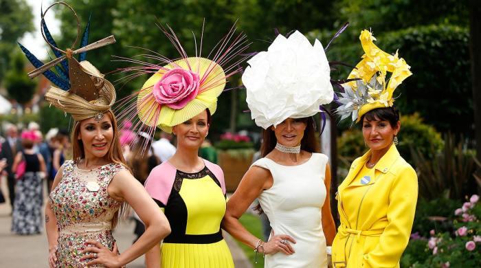 Шляпы – одна из главных достопримечательностей королевских скачек