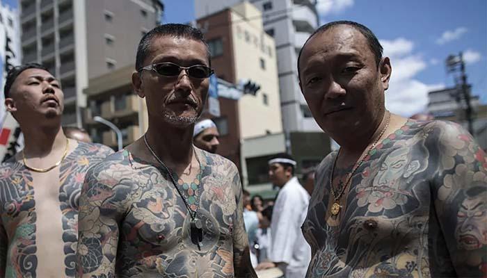 Татуировки - важный атрибут принадлежности к якудза. Сегодня эту традицию соблюдают около 70% японских гангстеров