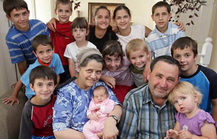 Леонтина Альбина Эспиноза из Чили утверждала, что является матерью 58 детей