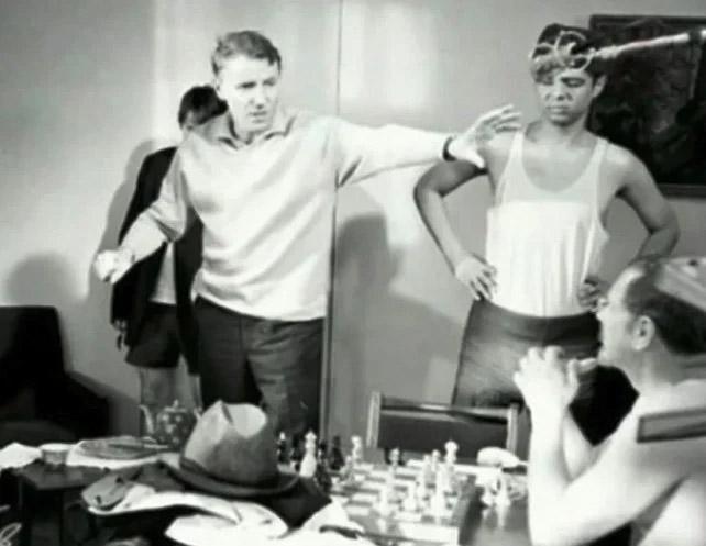 Александр Серый на съемках фильма «Джентльмены удачи», 1971 год
