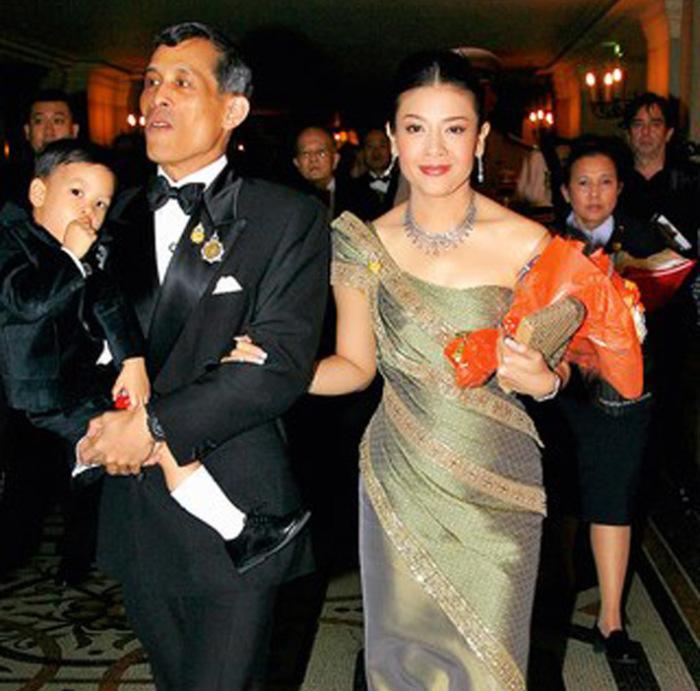 Принц с семьей в Париже в 2007 году