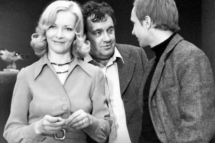 Барбара Брыльска с Эльдаром Рязановым и Андреем Мягковым на съемках «Иронии судьбы», 1974 год