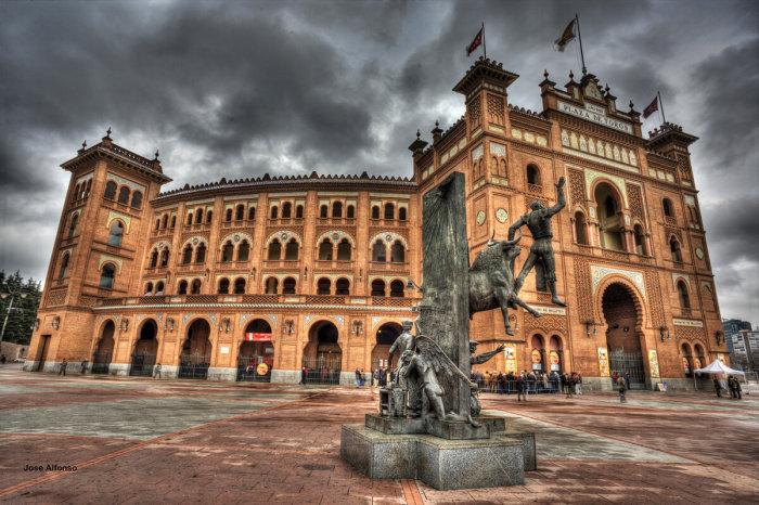 Памятник погибшим матадорам в Мадриде у арены Лас-Вентас