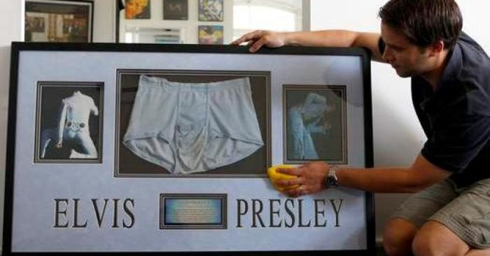 В разное время на торги выставлялись много вещей легендарного Элвиса Пресли, в том числе и его нижнее белье