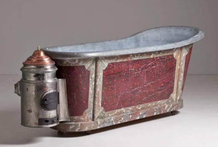 Переносная оцинкованная ванна с подогревом начала XIX века