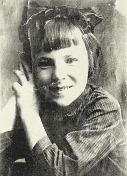 Лиля Литвяк в детстве, ок. 1925 года