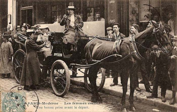 Первые женщины-извозчики в Париже